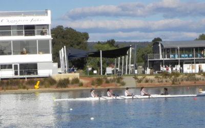 Una gara di cannottaggio sul fiume Swan