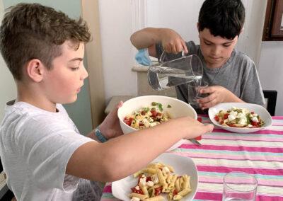 bambini a pranzo