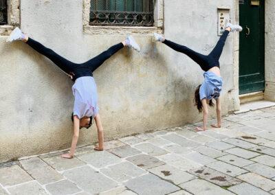 in campo - handstands